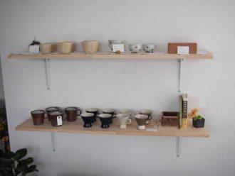 陶芸品壁面販売コーナー
