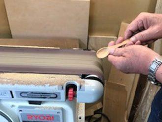 木工品(スプーン研磨作業)